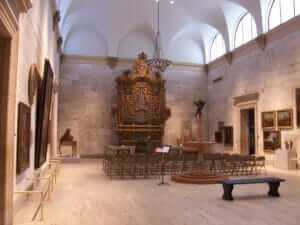 Must See Historical Sites In Rochester NY Memorial Art Gallery fountain court